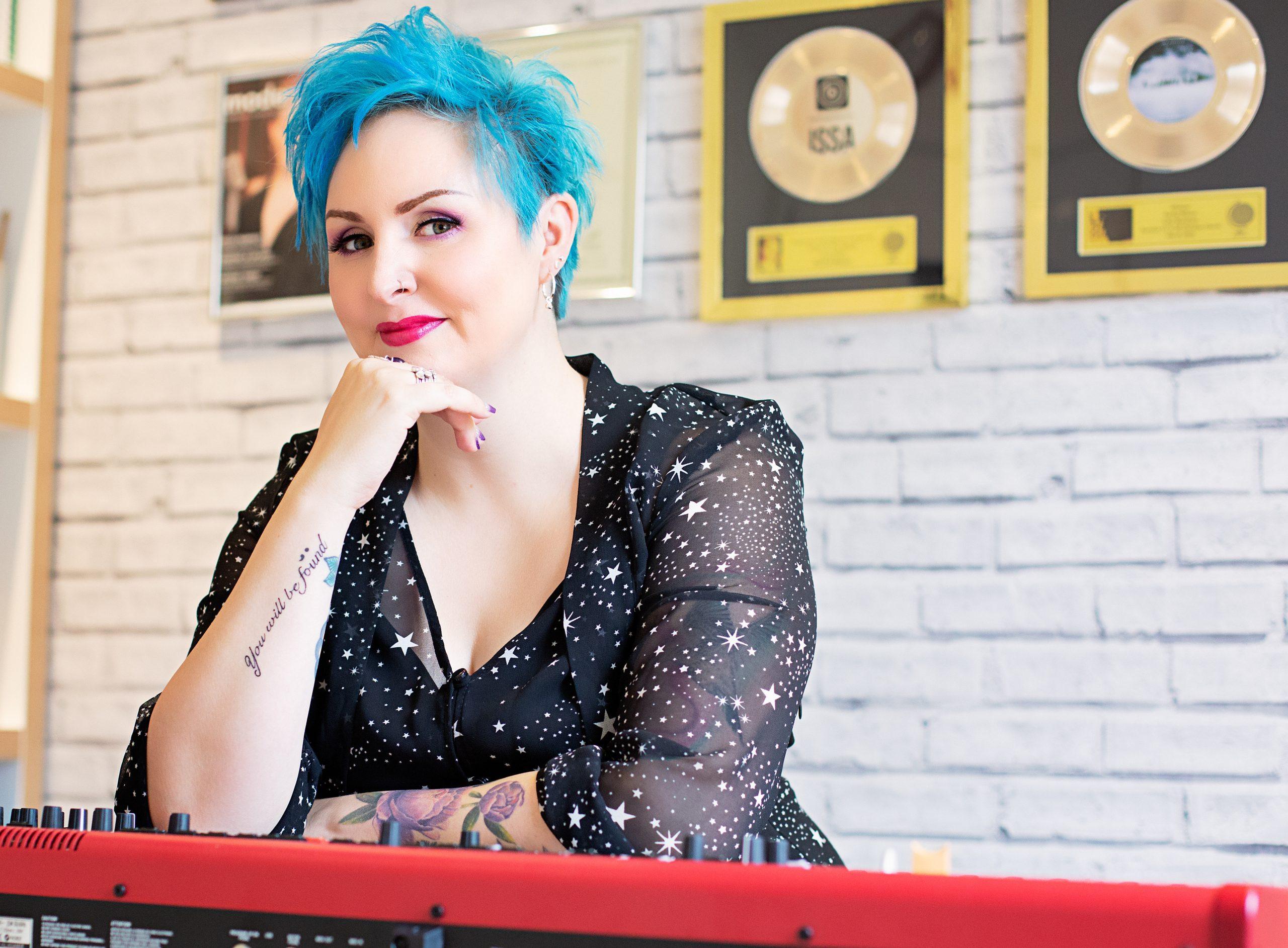 Award winning singer and songwriter, Rachel Mason